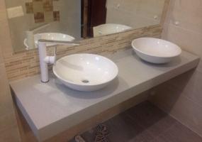 Тумбы в ванную со столешницей из камня