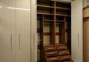 Шкаф система складных дверей